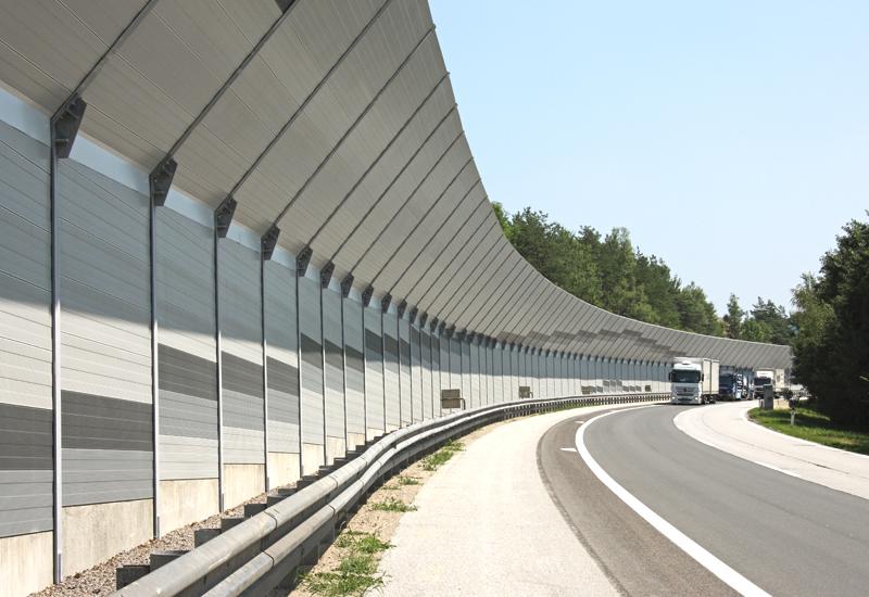 шумозащитные экраны на автодороге