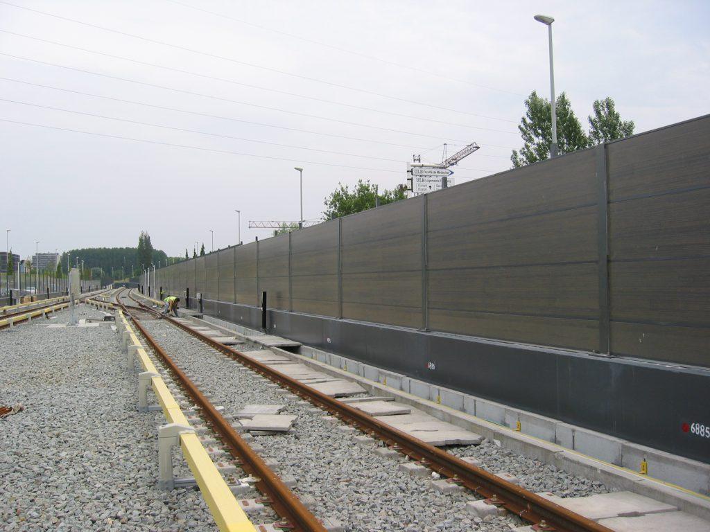 шумозащитные экраны на железной дороге